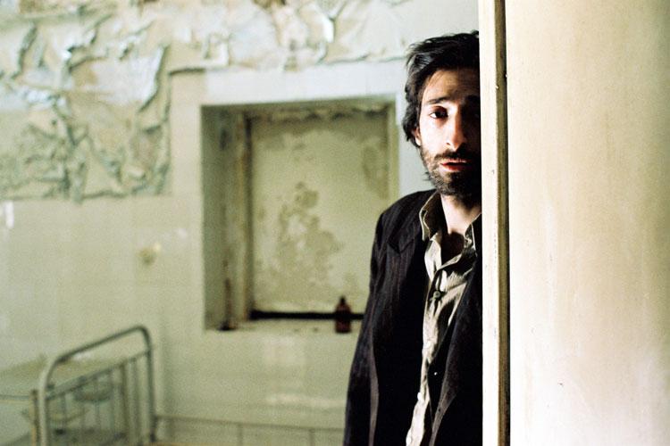 The strange post-Oscar... Adrien Brody Piano