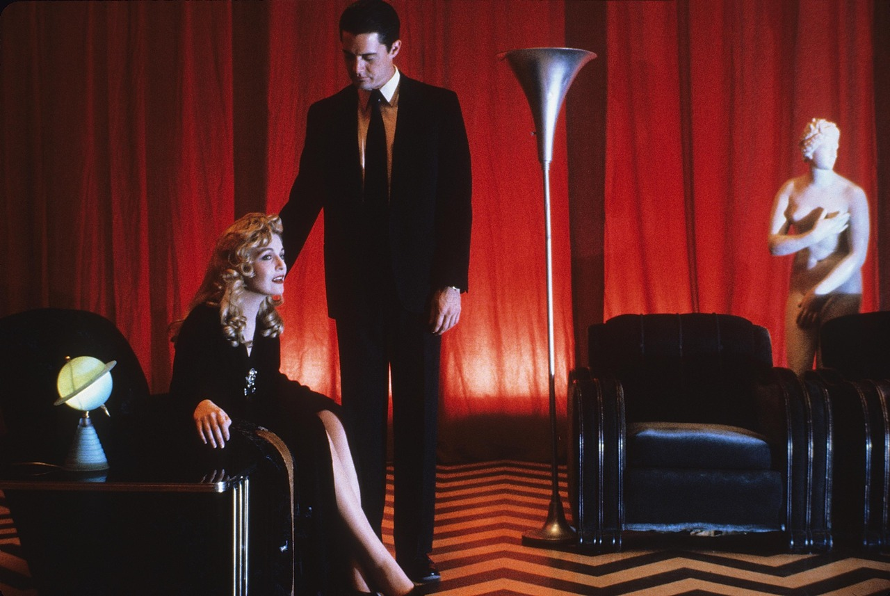"""SWF, seeks roommate that doesn't mind my night terrors or """"What if she lived; I survived the nineties and David Lynch's initiation into Twin Peaks""""  - image 5 - student project"""